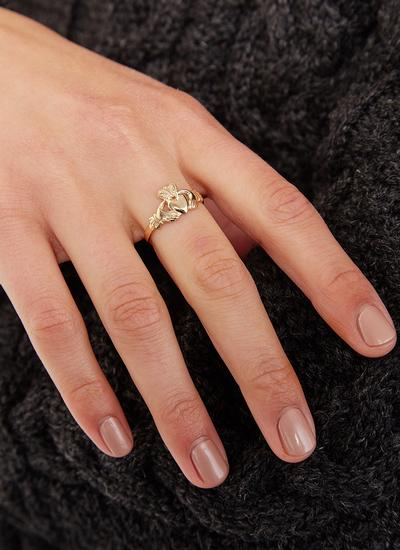 Ladies 14K Gold Claddagh Ring