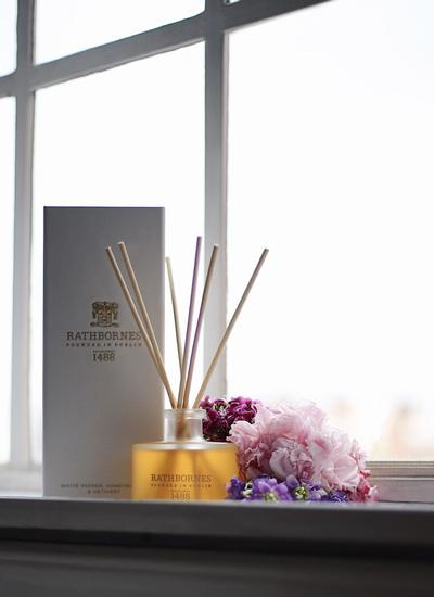 White Pepper, Honeysuckle & Vetivert Reed Diffuser