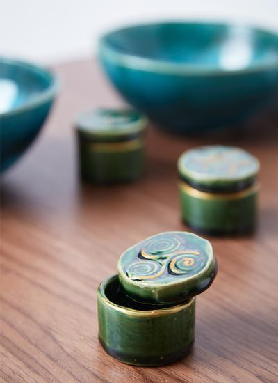 Triple Spiral Green Ring Holder