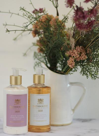 White Pepper, Honeysuckle & Vetivert Luxury Gift Set