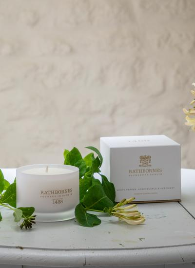 White Pepper, Honeysuckle & Vetivert Travel Candle