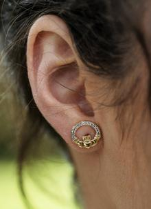 h earrings d stud webstore product samuel number claddagh gold